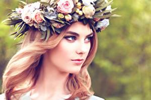 Обои Красивые Венок Лицо Взгляд Девушки Цветы