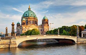 Картинки Берлин Храмы Речка Мосты Собор Германия
