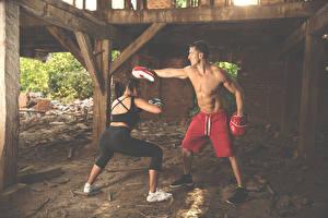 Фотографии Бокс Мужчины Тренировка 2 Руки Тренер Спорт Девушки