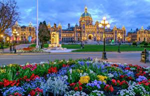Фото Канада Здания Вечер Памятники Ванкувер Уличные фонари Гирлянда Городская площадь Downtown British Columbia