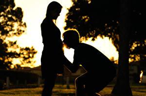 Обои Влюбленные пары Силуэт Радость Девушки