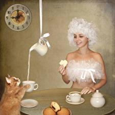 Картинка Оригинальные Кошки Молоко Часы Завтрак Кувшин Чашка Улыбка Забавные Юмор Девушки Животные