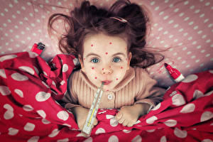 Картинка Оригинальные Термометр Смотрит Миленькие Забавные Ребёнок