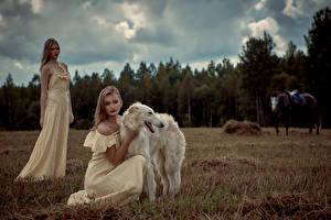 Фотография Собаки Борзые 2 Платье Russian hunting sighthound Девушки Животные