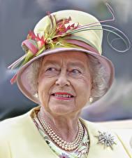 Обои Лицо Смотрит Шляпа Старуха Elizabeth Alexandra Mary (Elizabeth II) Знаменитости