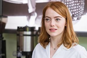 Картинка Emma Stone Смотрят La La Land Фильмы Знаменитости Девушки