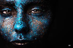 Фотография Глаза Лицо Синий Взгляд Черный фон Мейкап Девушки