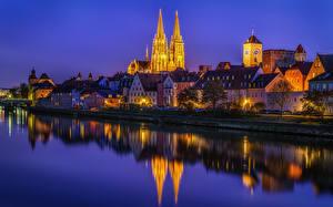Фотография Германия Здания Речка Берег Ночные Улица Regensburg Города