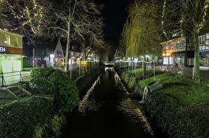 Обои Германия Дома Ночные Улице Водный канал Деревья Уличные фонари Rotenburg Lower Saxony Города
