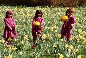 Фото Германия Парки Весна Нарциссы Кукла Девочки Grugapark Essen