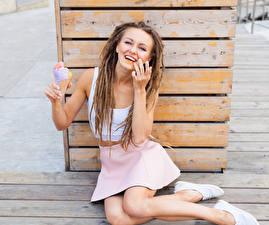 Фотографии Мороженое Дреды Доски Шатенка Улыбка Сидящие Юбка