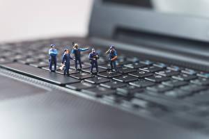 Обои Клавиатура Игрушка Макро Вблизи Ноутбуки Полицейский