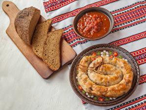 Картинки Мясные продукты Колбаса Хлеб Разделочная доска