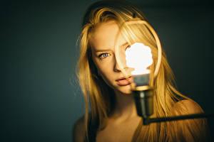 Картинки Лампочка Взгляд Блондинки Mila, Jesse Herzog Девушки