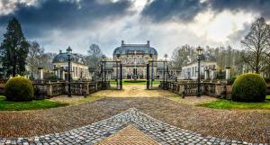 Фотографии Нидерланды Дома Дороги Особняк Дизайн Уличные фонари Ограда Ворота Voorst Guelders
