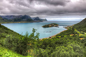 Картинки Норвегия Озеро Горы Остров Пейзаж HDRI Husoy