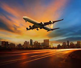 Фотографии Самолеты Пассажирские Самолеты Вечер Небо Полет Авиация