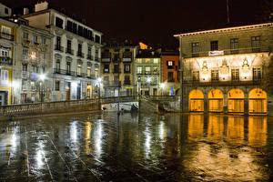 Картинки Испания Здания Улица Ночь Уличные фонари Lekeitio Basque Country Города