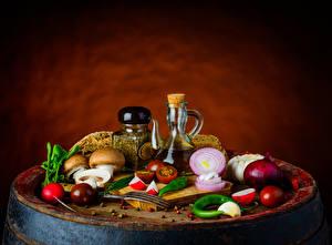 Фото Натюрморт Пряности Овощи Грибы Лук репчатый Цветной фон