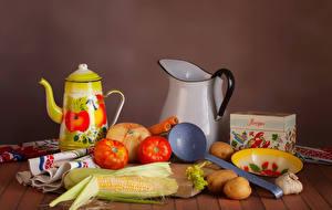 Фото Натюрморт Овощи Чайник Кукуруза Помидоры Картофель Кувшины Еда