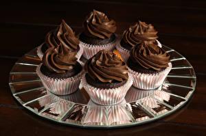 Фото Сладости Пирожное Шоколад Капкейк кекс Доски Продукты питания