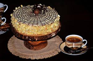 Обои Сладкая еда Торты Кофе На черном фоне Чашка Продукты питания