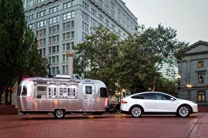 Фотография Tesla Motors Белый Сбоку 2015-16 Model X P90D Автомобили