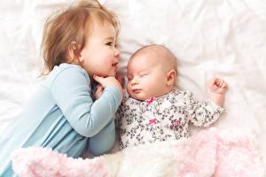 Фотография Вдвоем Девочки Младенцы Спящий Дети