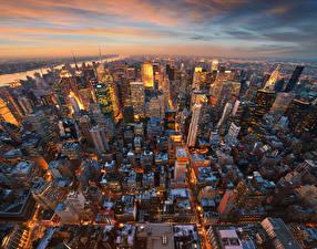 Обои США Вечер Дома Небоскребы Манхэттен Нью-Йорк Мегаполис Сверху Города