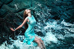 Фотография Волны Шатенки Платье Отдыхает Девушки