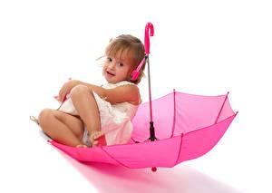 Картинка Белый фон Девочки Сидящие Зонт Розовый Ребёнок