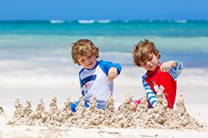 Фотография Пляж Песок Мальчики Двое Ребёнок
