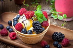 Картинки Ягоды Мороженое Малина Ежевика Черника Еда