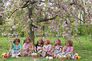 Фотография Германия Парки Весна Цветущие деревья Кукла Девочки Корзина Grugapark Essen Природа