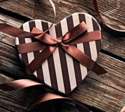 Картинка Подарки Бантик Полоски Сердце
