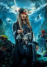 Фото Джонни Депп Пираты Мужчины Пираты Карибского моря: Мертвецы не рассказывают сказки Сабли Знаменитости