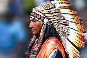 Фотография Мужчина Индейский головной убор Индеец Старые Peruvian