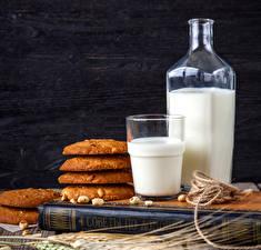 Фотография Молоко Печенье Доски Бутылка Стакан Книга Пища