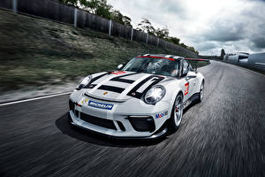 Фото Porsche Стайлинг Белый Металлик Едет 2017 911 GT3 Cup Автомобили