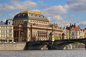 Фотография Прага Чехия Здания Реки Мосты Уличные фонари National theatre