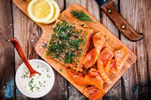 Картинка Морепродукты Рыба Лимоны Укроп Доски Разделочная доска