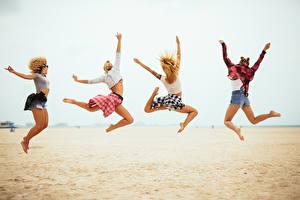 Картинка Пляж Прыжок Ноги 4 Девушки