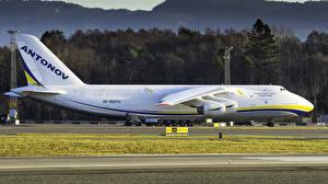 Картинки Самолеты Транспортный самолёт Белый Сбоку Российские Antonov A-124