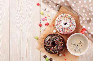 Фотографии Выпечка Пончики Кофе Конфеты Доски Чашке Продукты питания