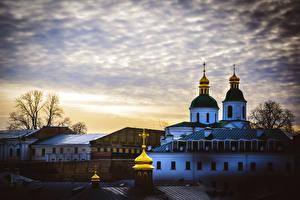 Обои Церковь Храмы Украина Киев Вечер Купол Kiev Pechersk Lavra
