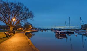 Картинка Англия Река Побережье Вечер Парусные Катера Скамья Уличные фонари Набережная Southbourne Bournemouth Природа