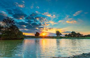 Фотографии Англия Пейзаж Рассветы и закаты Озеро Небо Облака Fritham Природа