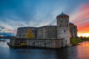 Фотографии Финляндия Замки Рассветы и закаты Пруд Olavinlinna Castle