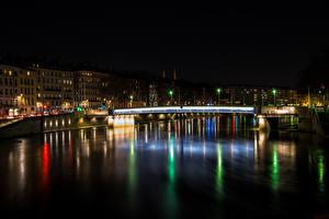 Картинки Франция Здания Речка Мосты Ночные Lyon