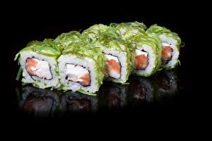 Обои Морепродукты Суши Черный фон Продукты питания